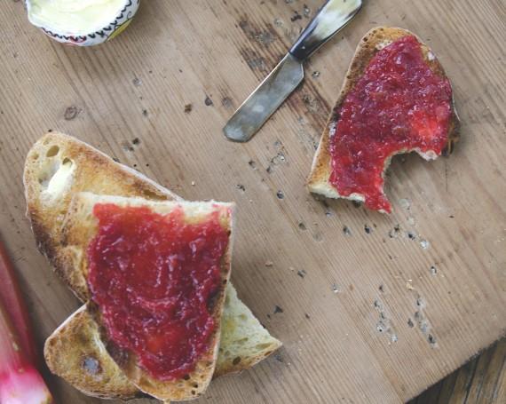 Beurre aigre-doux à la rhubarbe